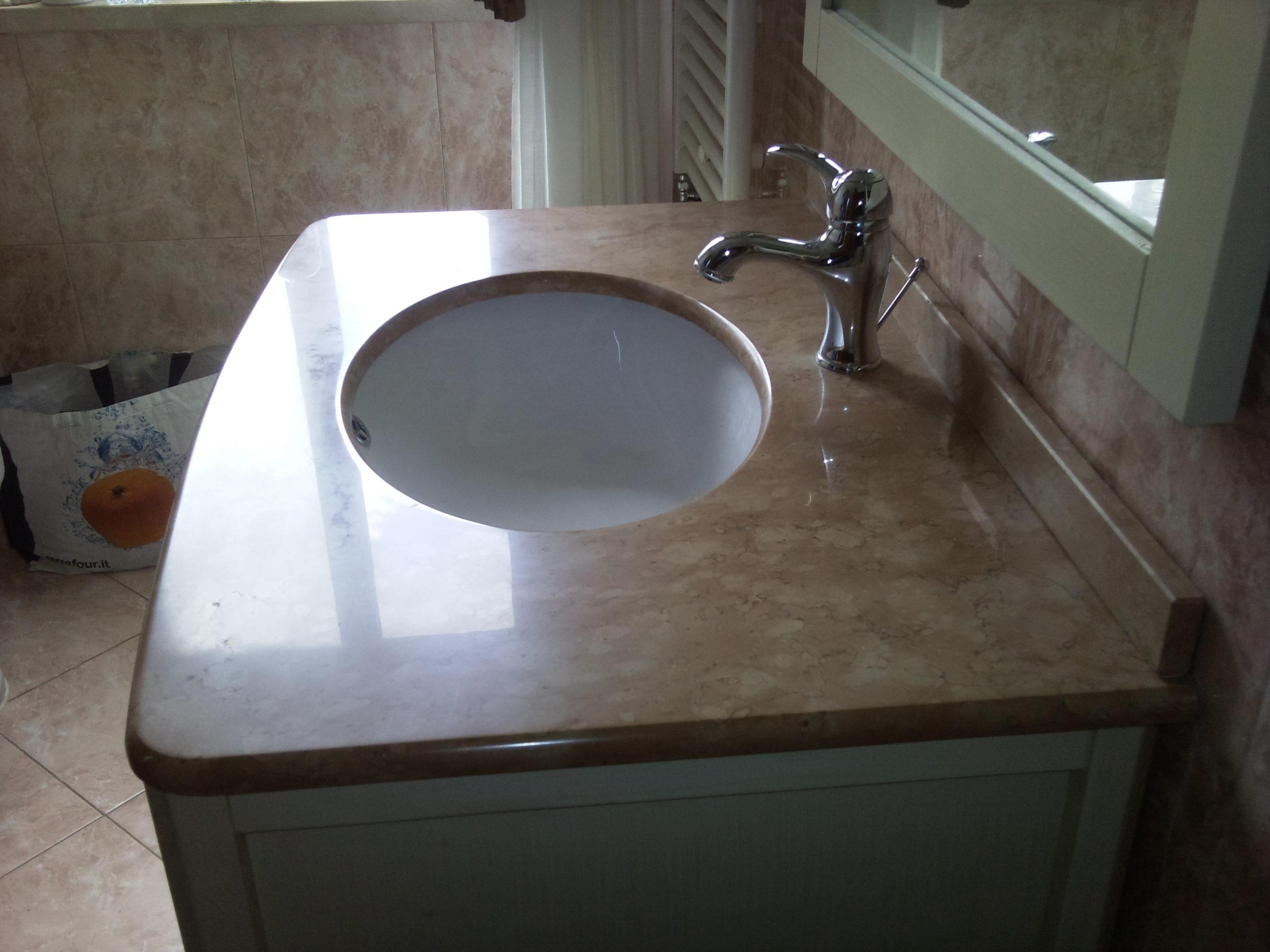 Lucidatura e cristallizzazione top bagno roma www.pulizieserviziroma.it